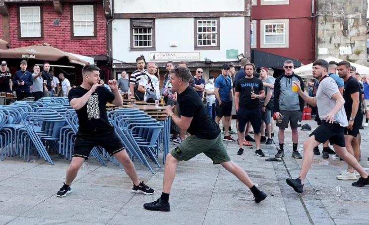 Μάχες Άγγλων οπαδών στο Πόρτο... (vid)