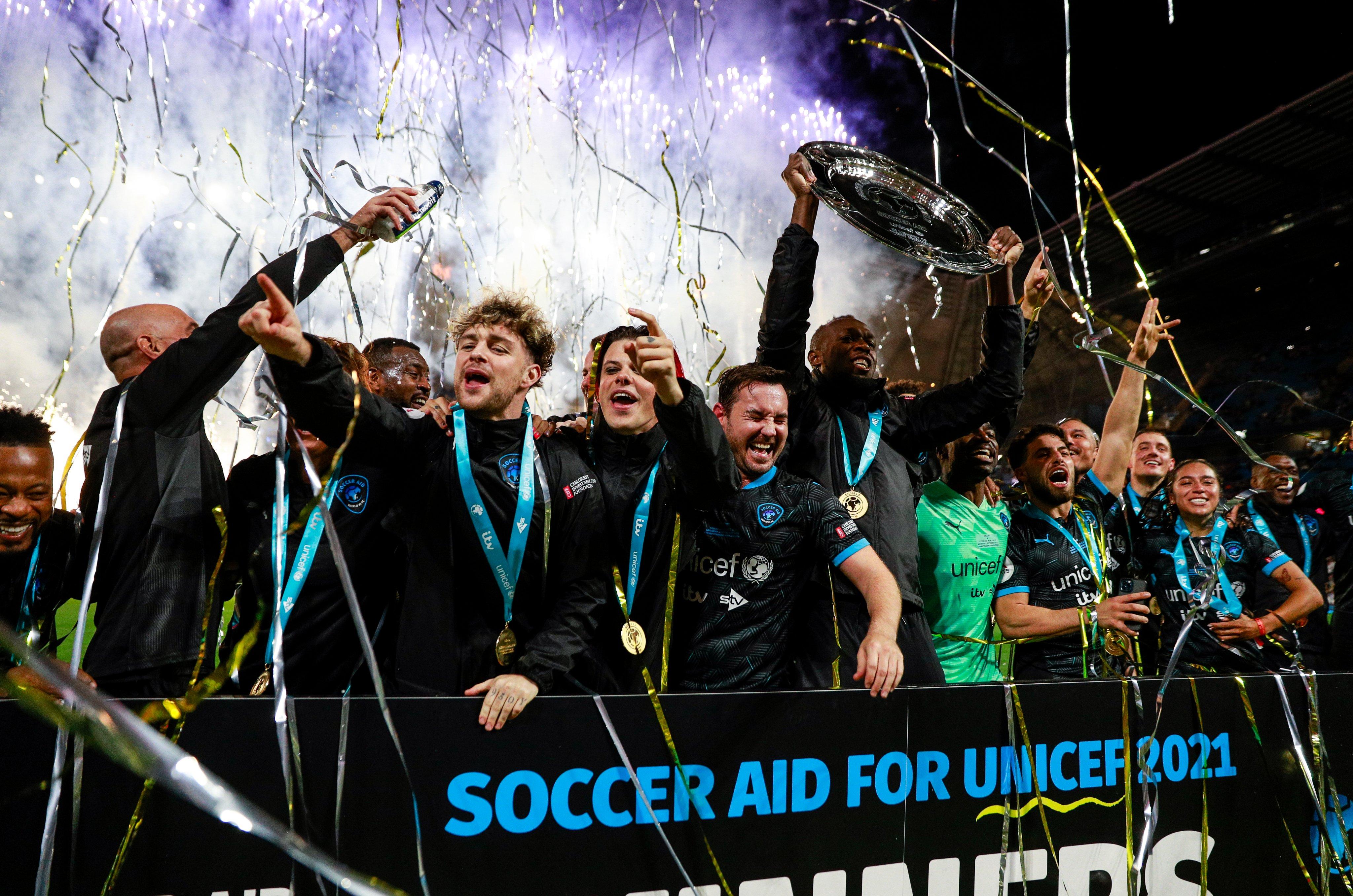 Ρεκόρ δωρεών στο Soccer Aid με 13 εκατ. λιρες, συμμετείχαν οι Γουέιν Ρούνει, Ρομπέρτο Κάρλος και άλλοι αστέρες! (pics & vids)