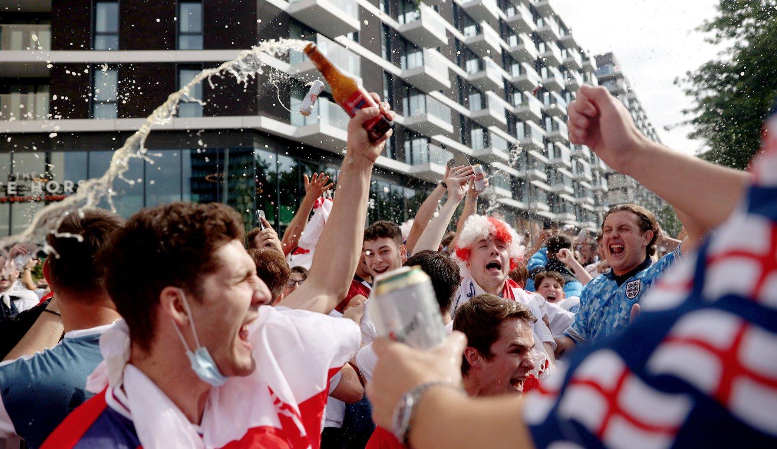 Πρόταση για άρση της απαγόρευσης πώλησης αλκοόλ στα αγγλικά γήπεδα!