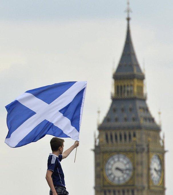 Οι Σκωτσέζοι εισέβαλαν στο Λονδίνο και τα έκαναν... μούσκεμα