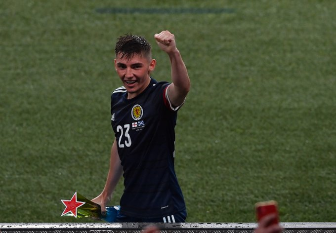 Γκίλμουρ: Ένα 20χρονο παιδί με απίστευτο ποδοσφαιρικό θράσος (pics & vid)