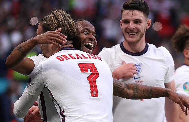 Και όμως, αν η Αγγλία έχει μία πιθανότητα να πάει μακριά, είναι να συνεχίσει να παίζει έτσι, σφιχτά και σοβαρά!