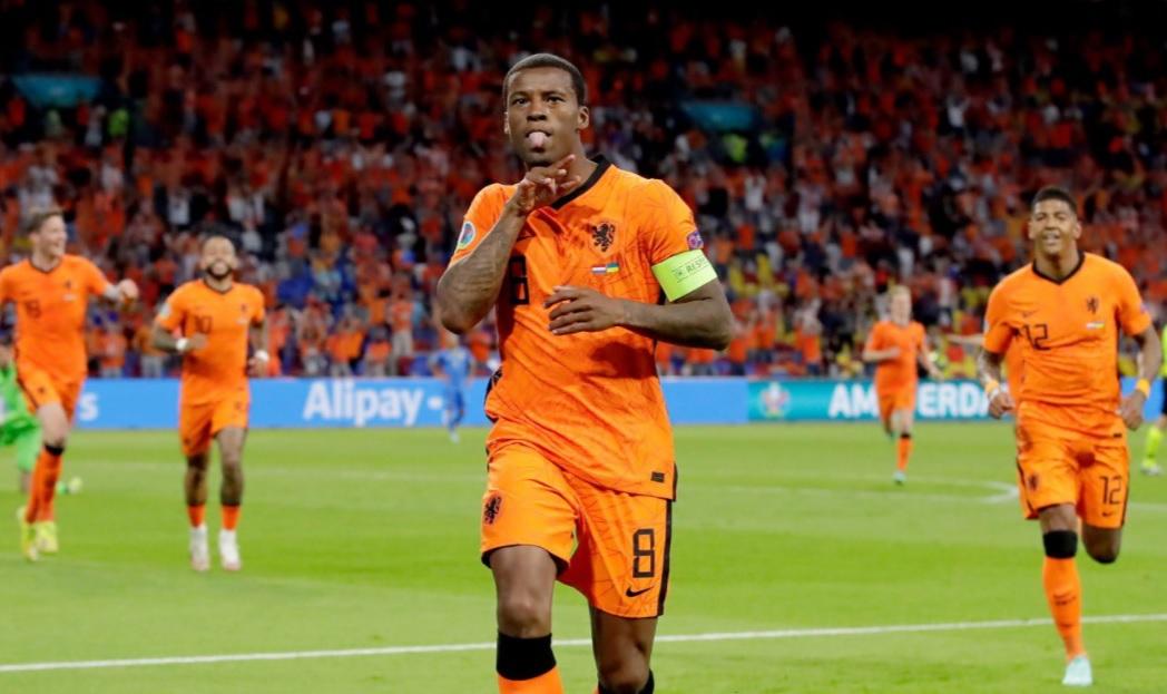 Ο Βαϊνάλντουμ σκοράρει, η Ολλανδία κερδίζει