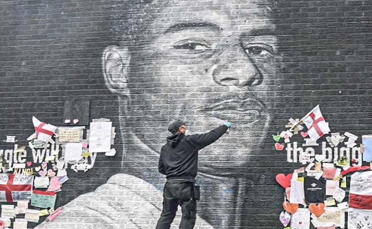 Street artist διόρθωσε το γκράφιτι του Ράσφορντ (vid)
