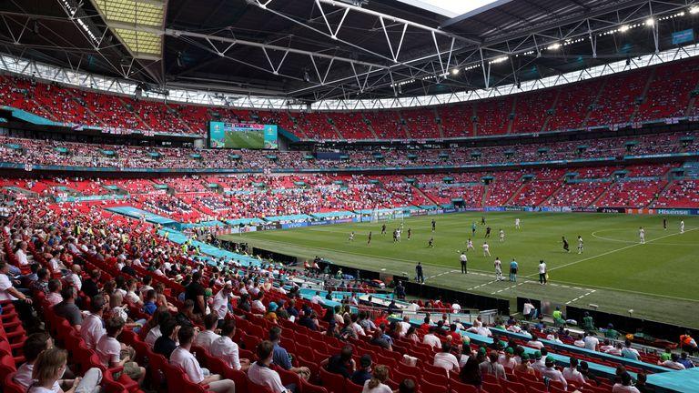 Τελικός Euro με 60.000 στο Λονδίνο, εξαιρούνται από την καραντίνα οι VIPs και τα Media!