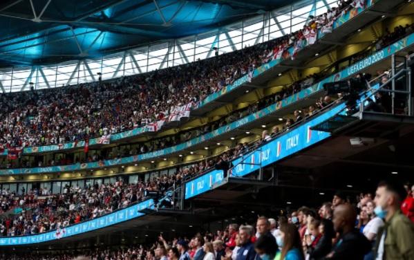 Στο στόχαστρο της UEFA η FA μετά τις ντροπιαστικές σκηνές στον τελικό του Euro